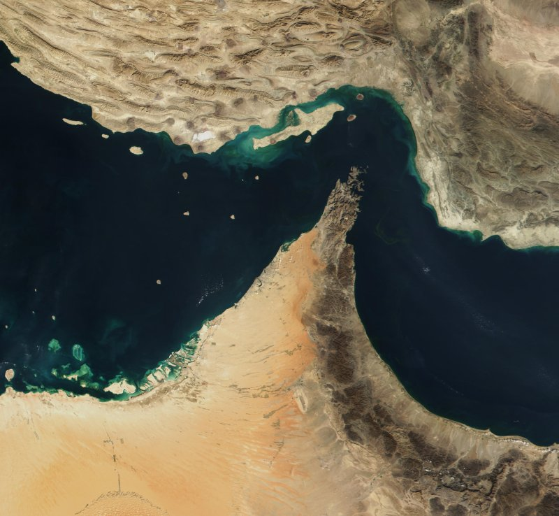 Hormuz-stredet. Foto: Jacques Descloitres, MODIS Land Rapid Response Team, NASA/GSFC
