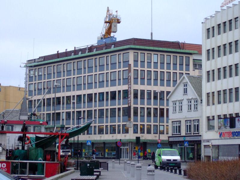 Stavanger Aftenblad sitt bygg i Stavanger, som avisa no må betale husleige til Schibsted for å bruke. Foto: Jarle Vines, Wikimedia Commons