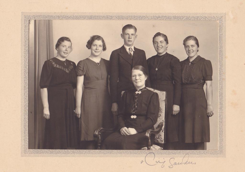 Selma med barna Inga, Ruth, Ola, Gurina og Rakel