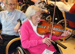 Sigrid Besteland spelar på sin 100-årsdag. Foto: Valle Bygdeheim