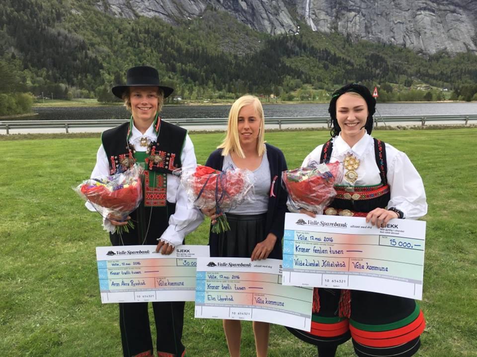 Tre glade ungdomar fekk stipend Foto: Øyvind Uppstad