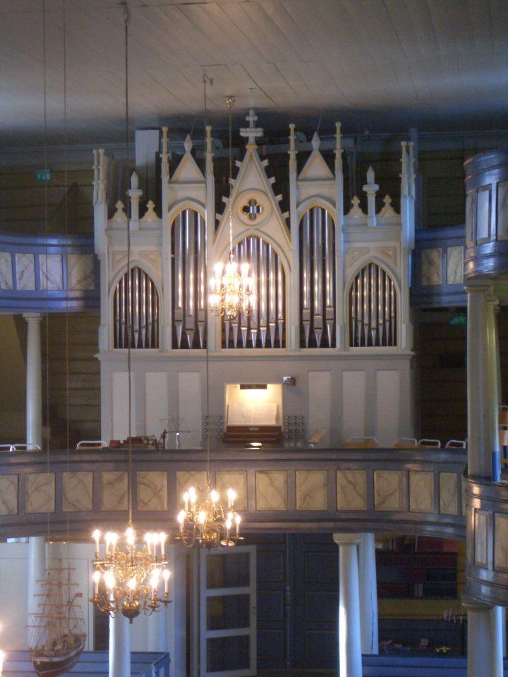 Lyngdal kirkes orgel som Jorunn skal spille på 17. mai 2016 og da vikariere for seg selv.