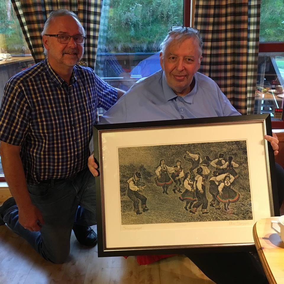 Ørnul og Harald med biletet Gangardans av Olav Bjørgum. Foto: Øystein Berg