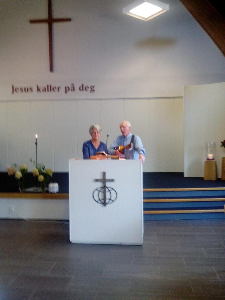 Hanna og Sigmund Handeland i Misjonssalen Mandal. Foto: Harald Haugland