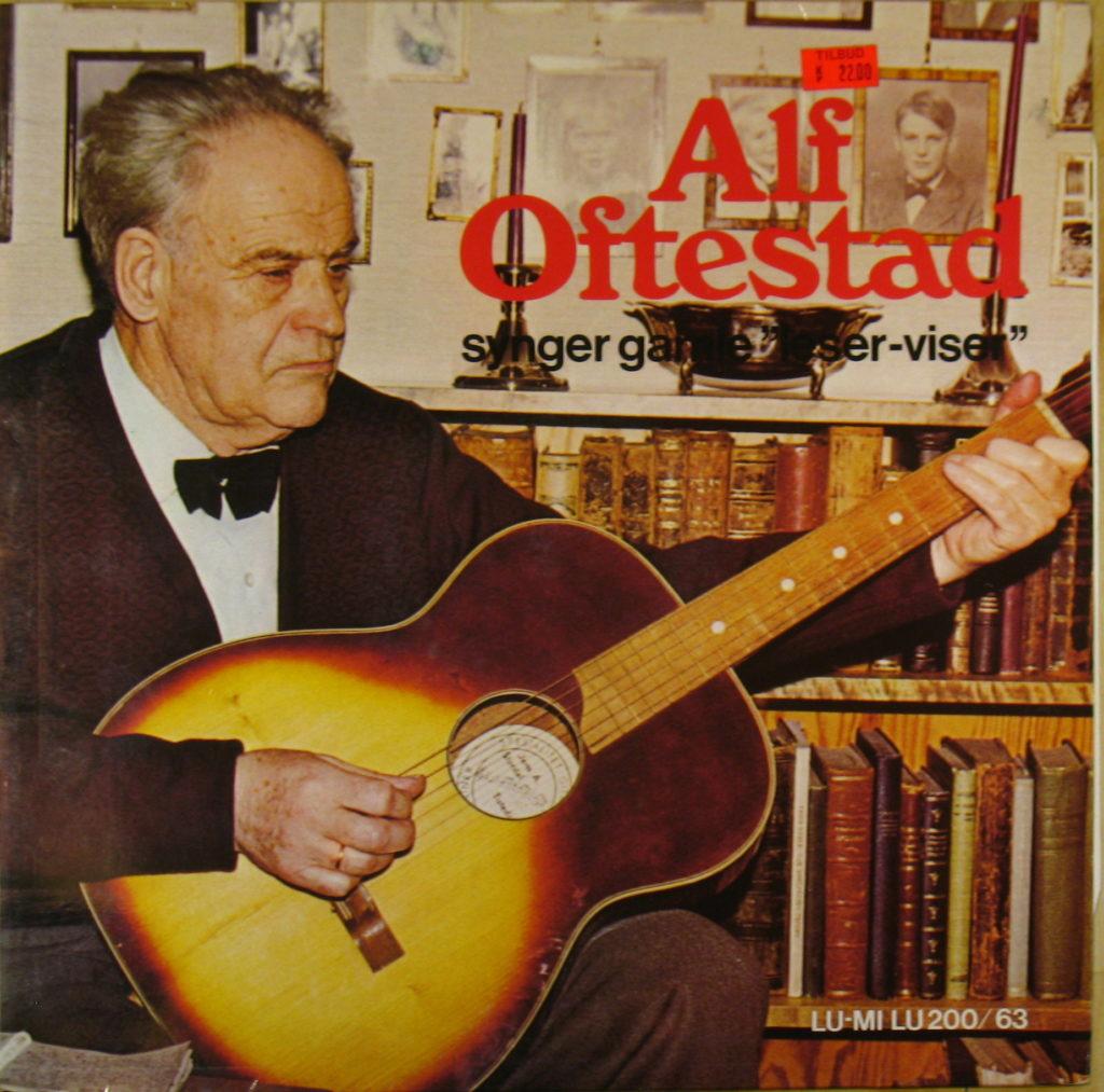 alf-oftestad-synger-gamle-leser-viser-foran